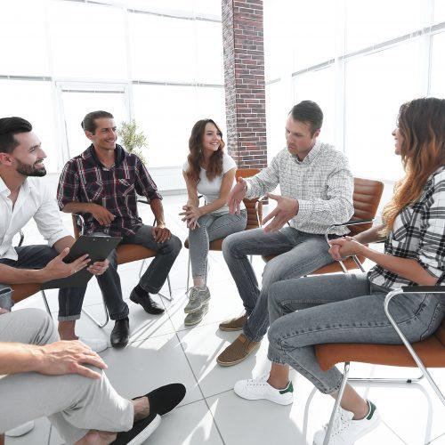 So üben Sie aktives Zuhören – persönlich oder online